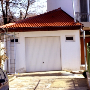 House additions – garage in Trakata